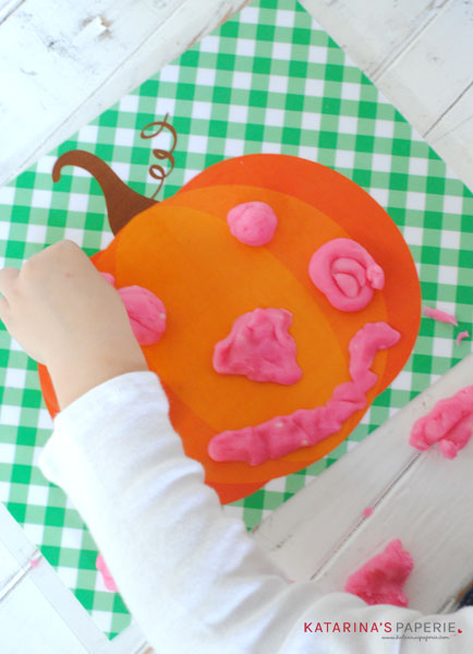 play-dough-pumpkin-eyes